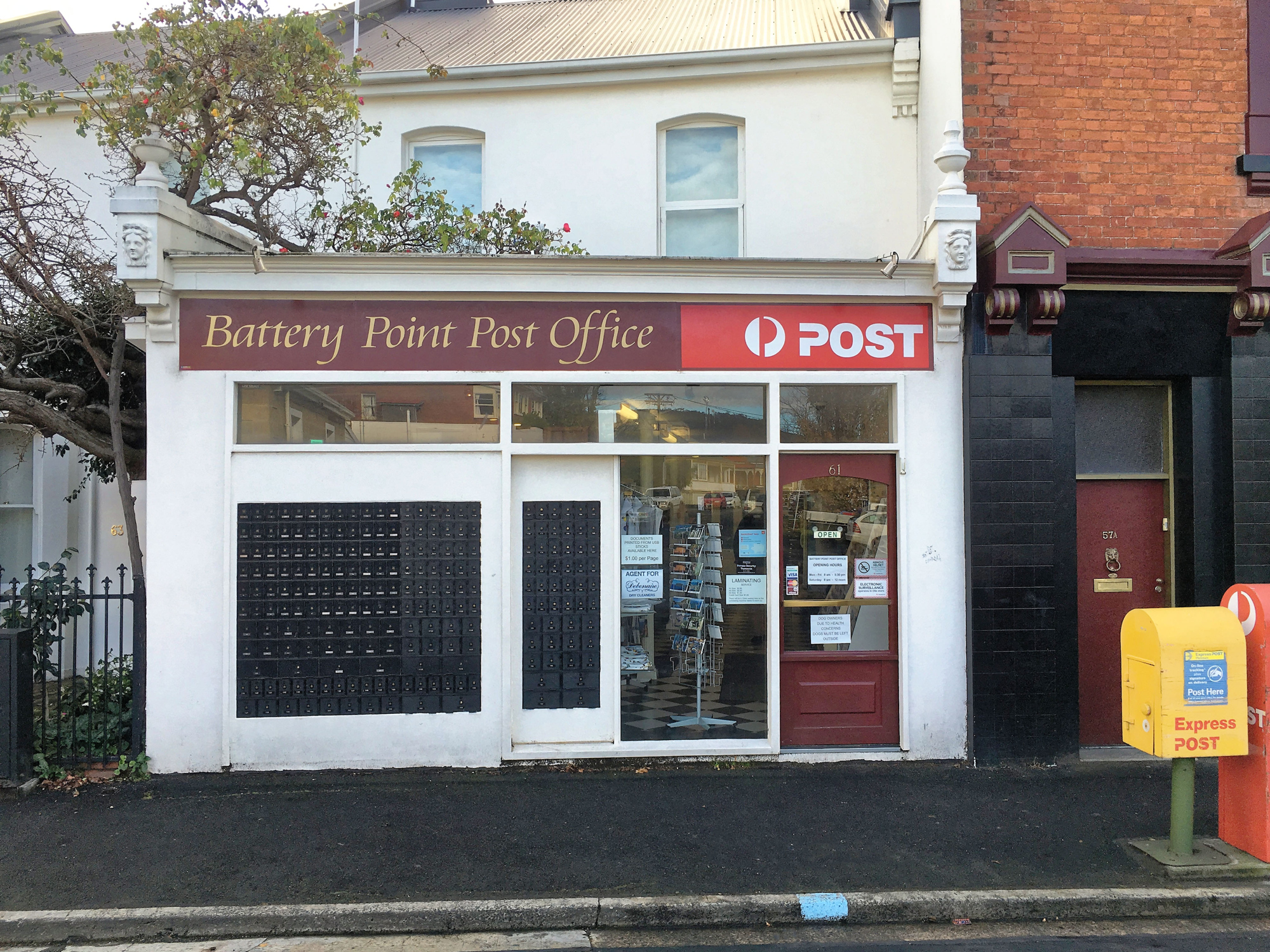 "<p style=""color:white"">Post Office</p>"