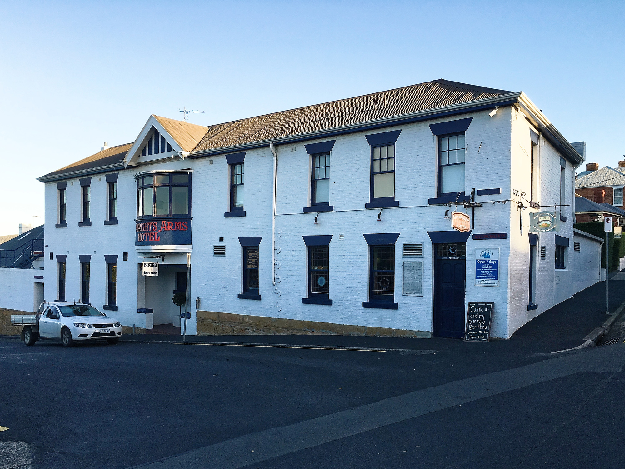 "<p style=""color:white"">Shipwrights Arms Hotel</p>"